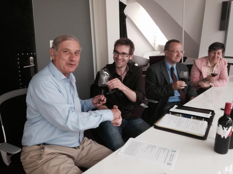 Foto Vertragsunterzeichnung Tomek,Weiss, Ernst Sagl ,Hilda Pölzlbauer