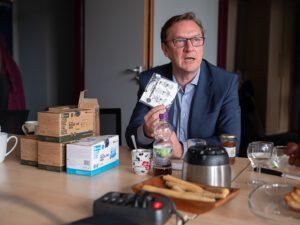Christoph Datko (GF Mask Authority GmbH) präsentiert die ersten EcoWellness zertifizierten med. Masken, die ersten, die komplett in Europa (D & P) hergestellt werden