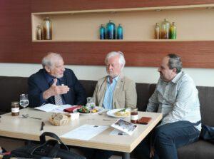 TV Spitzenkoch Johann Lafer, Prof. Dr. Jürgen Vormann und R. Stefan Tomek (CEO EcoWellness Gruppe) präsentieren das erste EcoWellness zertifizierte Menü im Hotel Essential by Dorint Berlin-Adlershof